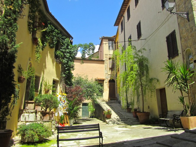 11 A little square in Via Moncini